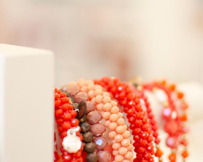 Armbänder und Modeschmuck bei Erlebnis Schönheit Jutta Pfullendörfer