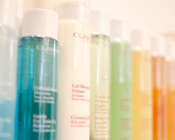 Produkte & Marken ∙ Pflegende Produkte von Clarins bei Erlebnis Schönheit